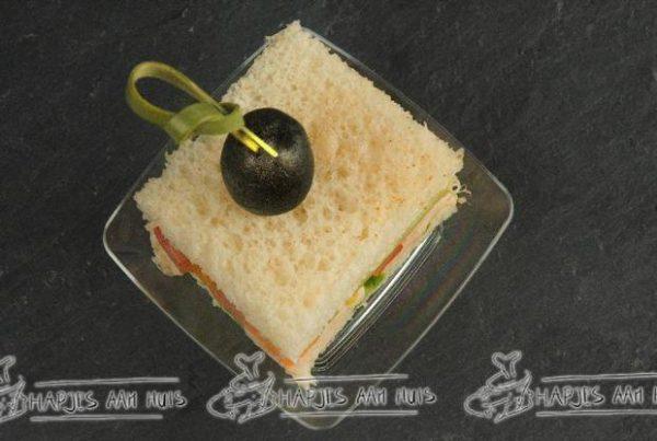 Mini sandwich gestoomde makreel